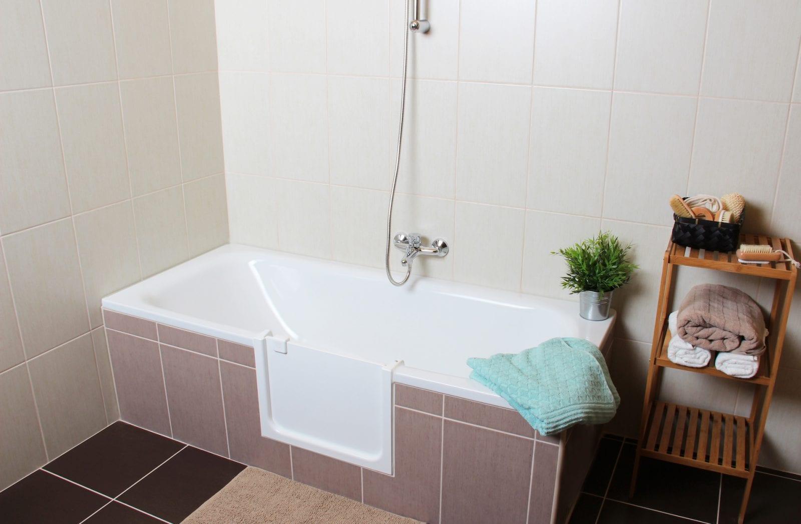 UDOOR fürdőkádajtó - segítség a fürdőszobában